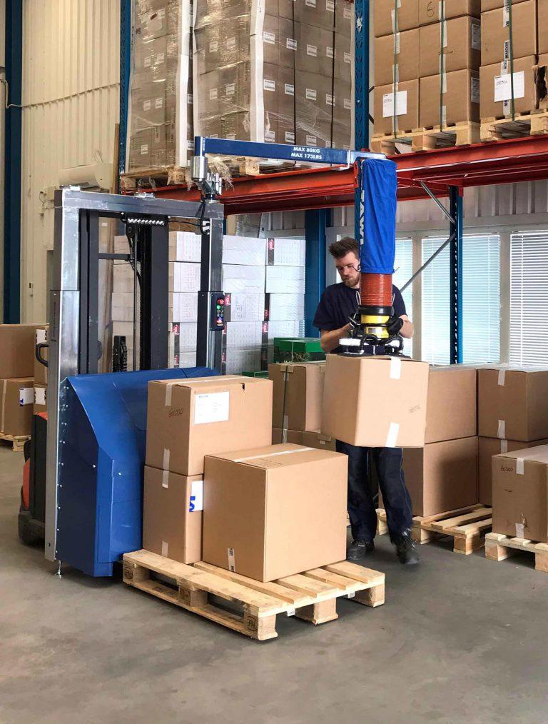 Mobiele orderpicker voor dozen te heffen