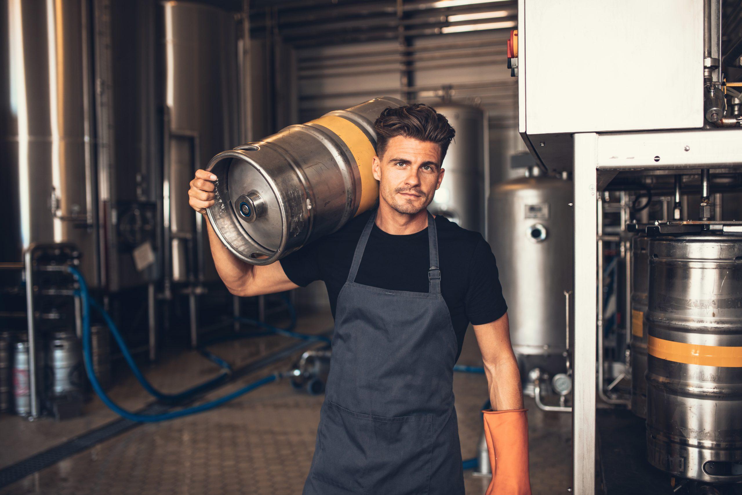 Manipulation des fûts de bière